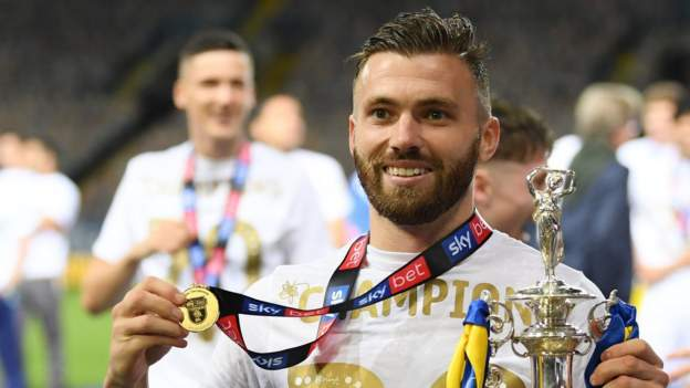 Stuart Dallas thanks Leeds boss Marcelo Bielsa for transforming his career - bbc