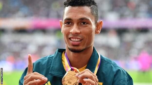 Wayde van Niekerk celebrates after winning the 400m gold at the 2017 World Championships in London