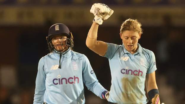 Knight inspires England to ODI series win