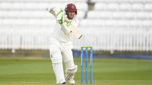 County Championship: Somerset beat Middlesex by four wickets thumbnail