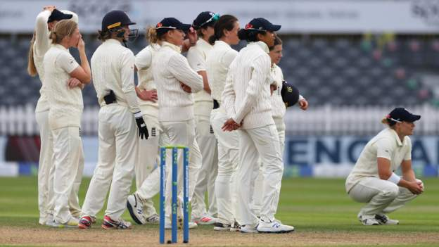 England v India: Hosts draw gripping Test after stubborn ninth-wicket partnership