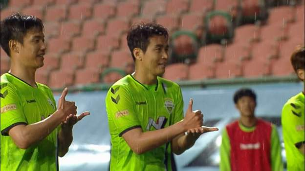 Jeonbuk Motors beat Suwon Bluewings as football returns to South Korea thumbnail