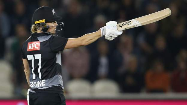 Devine stars as New Zealand beat England to level T20 series thumbnail