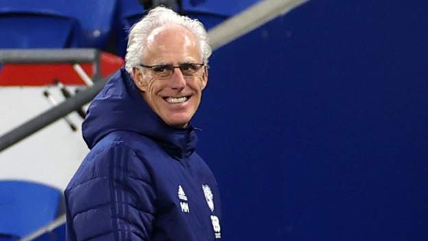 Mick McCarthy: Manager signs new Cardiff City deal - bbc
