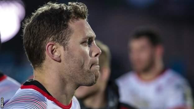 Darren Cave muestra su decepción después de que su carrera terminó en mayo pasado en la semifinal Pro14 contra Glasgow