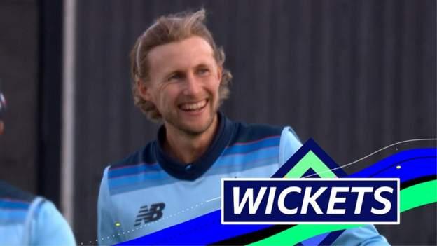 England v Australia: Joe Root claims key wickets of David Warner and Mitchell Marsh thumbnail