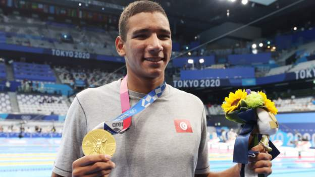 Slowest qualifier wins shock swimming gold
