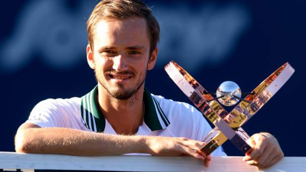 Medvedev and Giorgi win Canadian Open