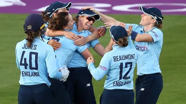England v New Zealand: Heather Knight stars as hosts win ODI opener in Bristol - BBC Sport