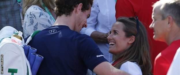 Kim Murray congratulates husband Andy