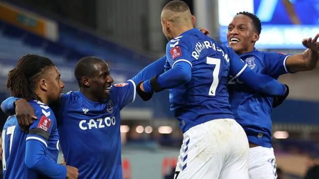 Everton 5-4 Tottenham Hotspur: Tujuan perpanjangan waktu Bernard membantu tuan rumah menerima 9 tujuan Piala FA tradisional thumbnail