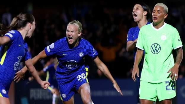 Perserikatan Champions Wanita: Pernille Poin penyelamatan ekstra terkenal untuk Chelsea melawan Wolfsburg thumbnail