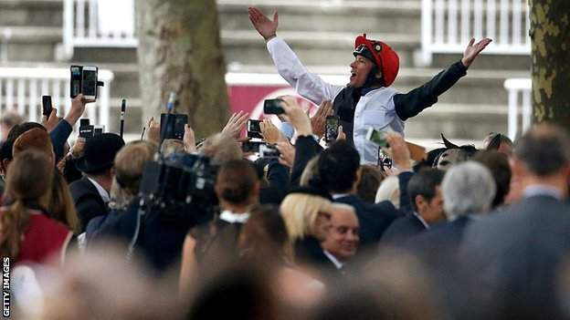 in_pictures Frankie Dettori at Longchamp