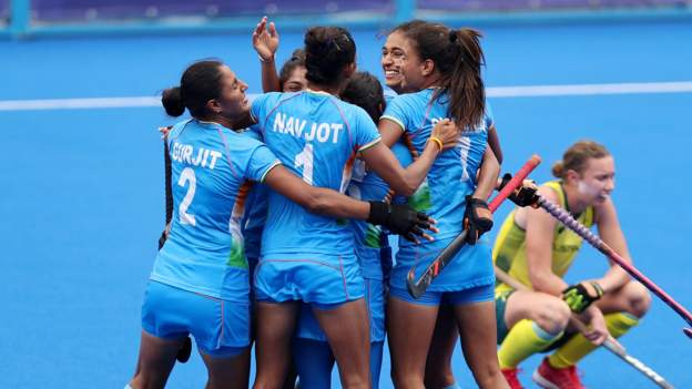 India shock Australia to reach semi-final