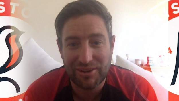 Lee Johnson: Bristol City boss supports crowd noise at behind-closed-doors games - bbc