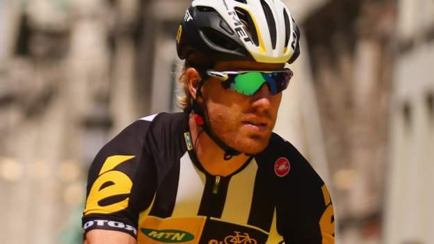 Farrar rides fan's bike after crash