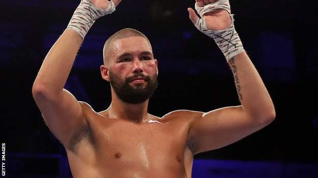 Tony Bellew waves to the Manchester Arena crowd after losing to Oleksandr Usyk