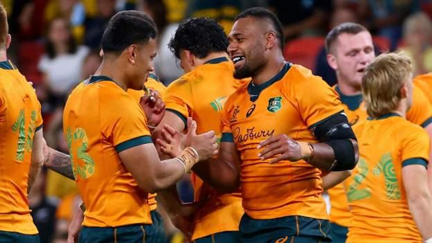 Australia beat South Africa to close gap