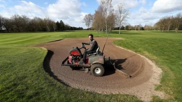 Golf & sepak bola di antara kegiatan olahraga akar rumput akan kembali di Inggris mulai Senin thumbnail