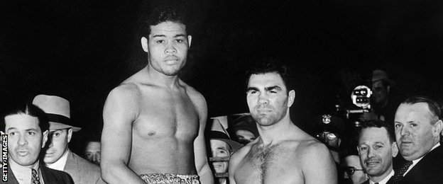 Joe Louis (centre left) and Max Schmeling (centre right) at the weigh-in before their world title in 1938