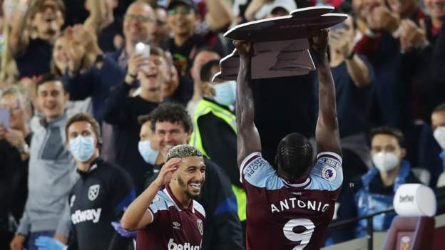 Antonio's celebration to remember on record-breaking night for West Ham striker thumbnail