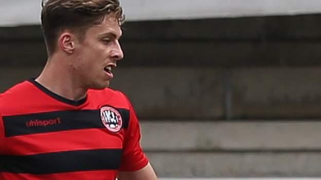 Harrogate sign Maidenhead striker Orsi