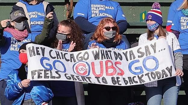 117821946 cubs fans getty