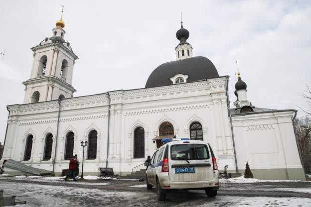В московском храме мужчина с ножом напал на служителей. Ранены двое