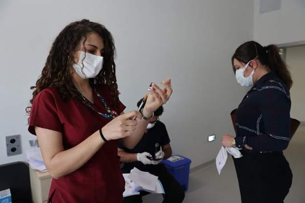 Türkiye'de iki doz Covid-19 aşısı yaptıran sayısı 10 milyonu geçti
