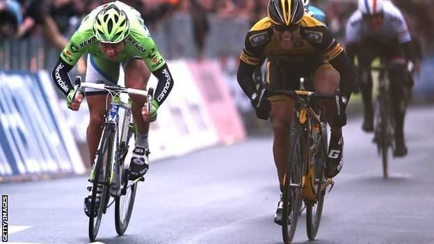 Gerald Ciolek beats Peter Sagan in a sprint finish