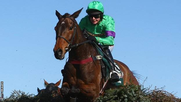 Liam Treadwell rides Mon Mome to victory in the 2009 Grand National