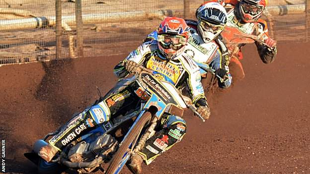 Simon Stead leads the pack