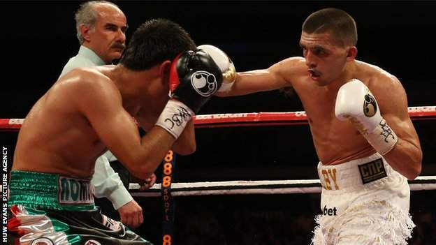 Lee Selby throws a right hand against Romulu Koasicha