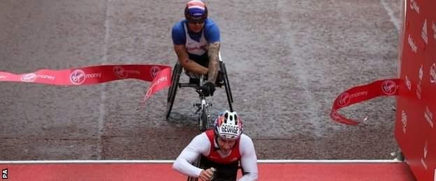 Joshua George beats David Weir in a sprint finish