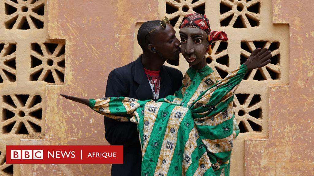 """Broulaye Camara: le """"sorcier malien"""" qui maintient la tradition des marionnettes"""