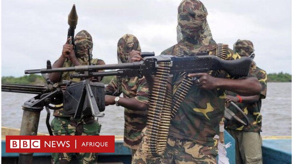 Comment les groupes armés étrangers changent la donne dans la crise anglophone au Cameroun ? - BBC News Afrique