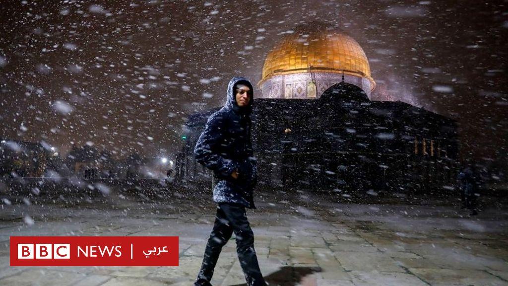 موجة برد وثلوج تجتاح دولا عربية تجلب المرح وتعمق الأزمات