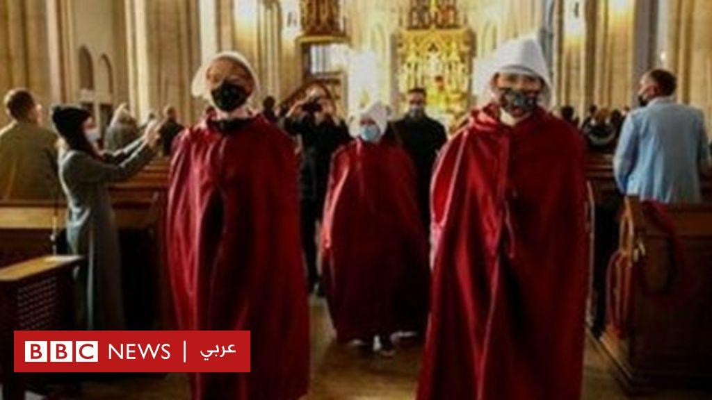 """متظاهرون يقتحمون كنائس في بولندا احتجاجا على """"منع الإجهاض"""" - BBC News عربي"""