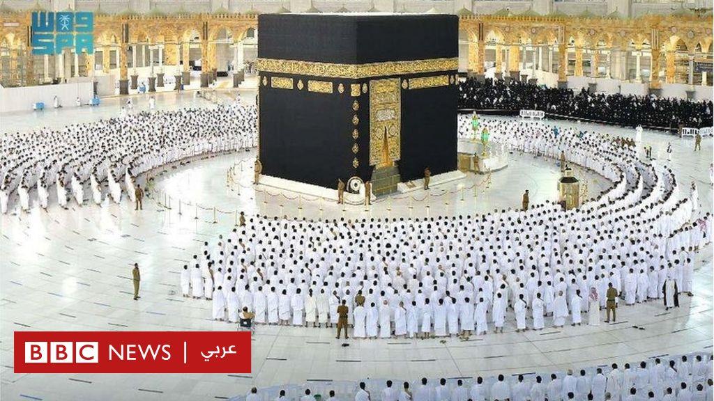 فيروس كورونا: لأول مرة منذ عام ونصف، المسلمون يصلون في الحرم المكي دون تباعد اجتماعي