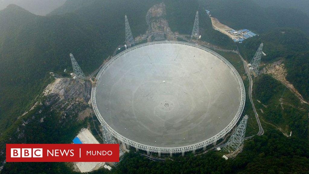 """""""El ojo de China en el cielo"""": así es el radiotelescopio más grande del mundo que busca pistas sobre el origen del universo"""