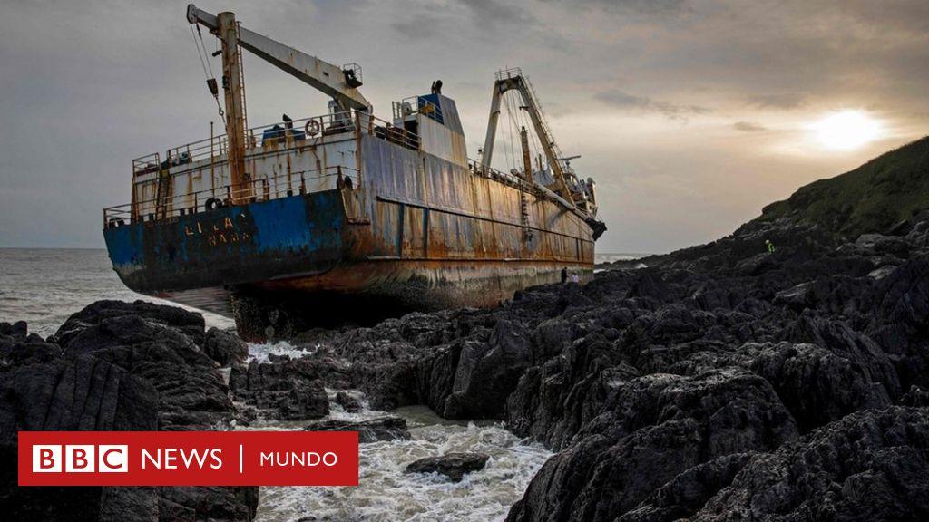 Las impresionantes imágenes del buque fantasma que encalló en Irlanda después de atravesar el océano Atlántico