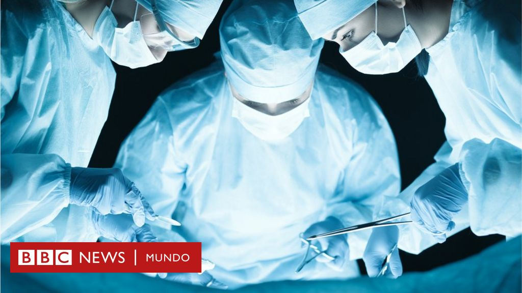 https://ichef.bbci.co.uk/news/1024/branded_mundo/1511A/production/_93789268_surgery.jpg