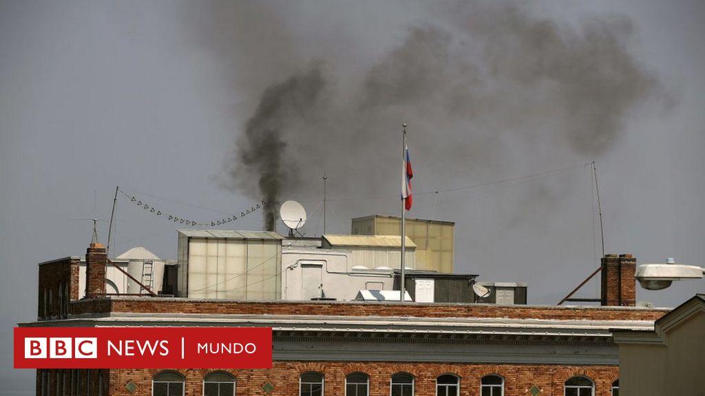 Un misterioso humo con olor acre emana del consulado ruso en San Francisco un día antes de su cierre y ante una inminente inspección del FBI