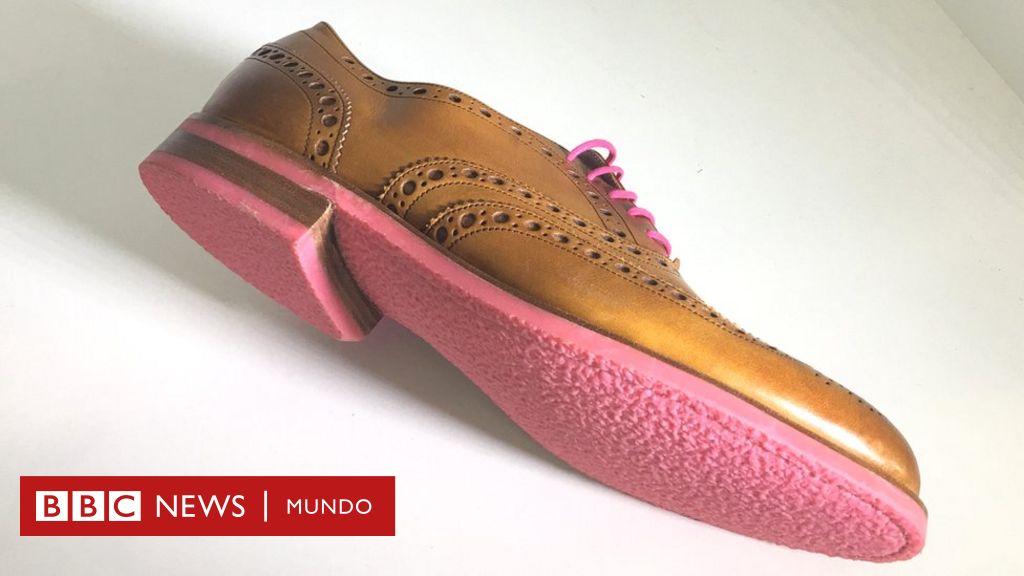 07d987db Anna Bullus, la diseñadora británica que fabrica suelas de zapatos con goma  de mascar - BBC News Mundo