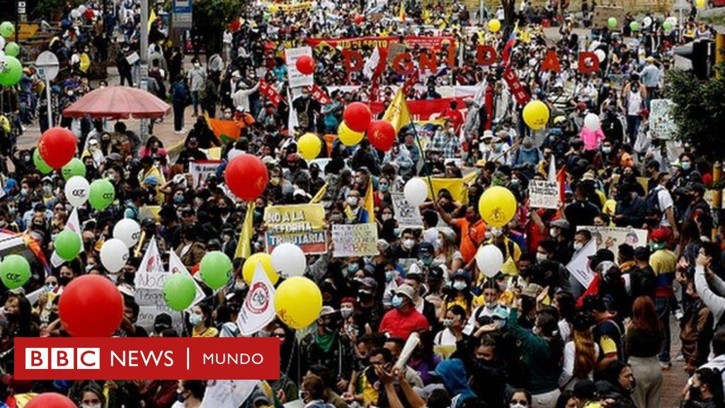 Miles de personas marchan en Colombia en protesta por la reforma ...