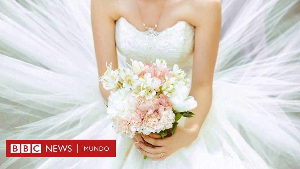 b96cb3291 ¿Es el blanco sinónimo de pureza   la evolución del vestido de novia a lo  largo de la historia y qué significa en verdad su color más tradicional en  ...