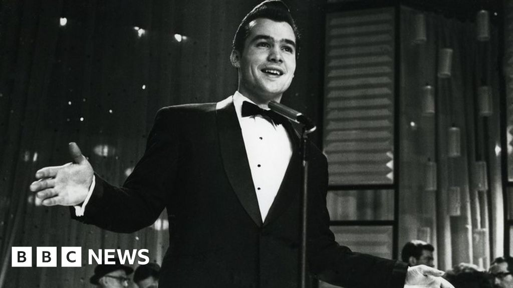 Ricky Valance: Welsh singer dies at the age of 84