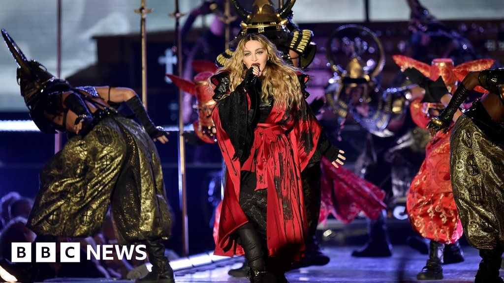 Madonna returns to scene of Brits fall - BBC News