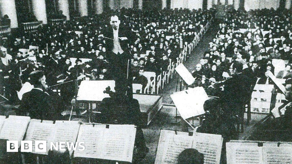 Shostakovich's symphony played by a starving orchestra - BBC News