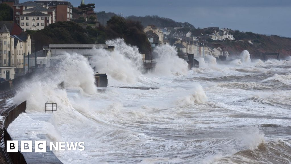 Climate change: Warming to drive 'robust increase' in UK flooding - BBC News